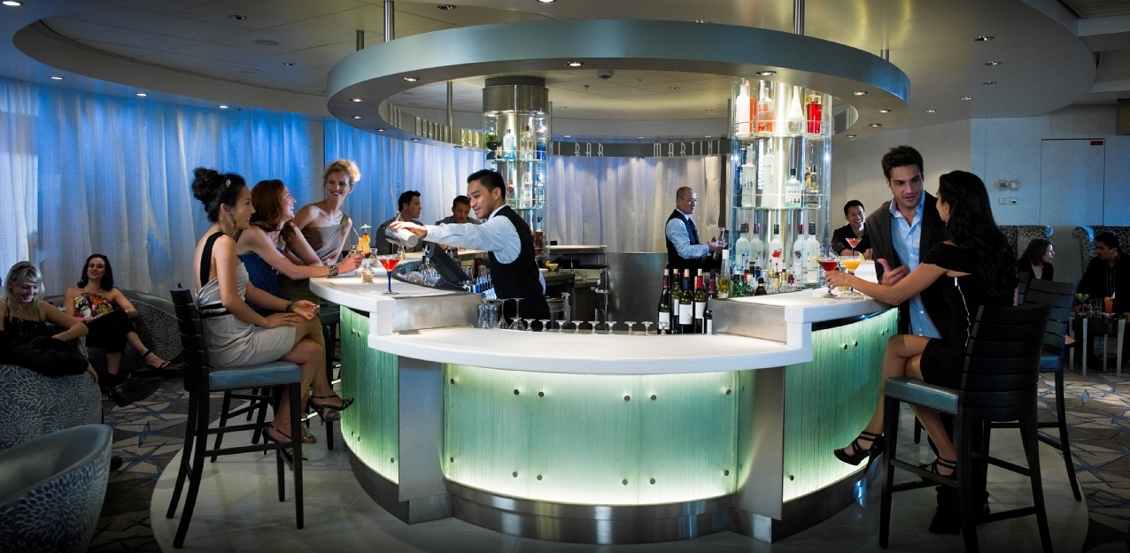 Bartender óceánjáró luxushajón