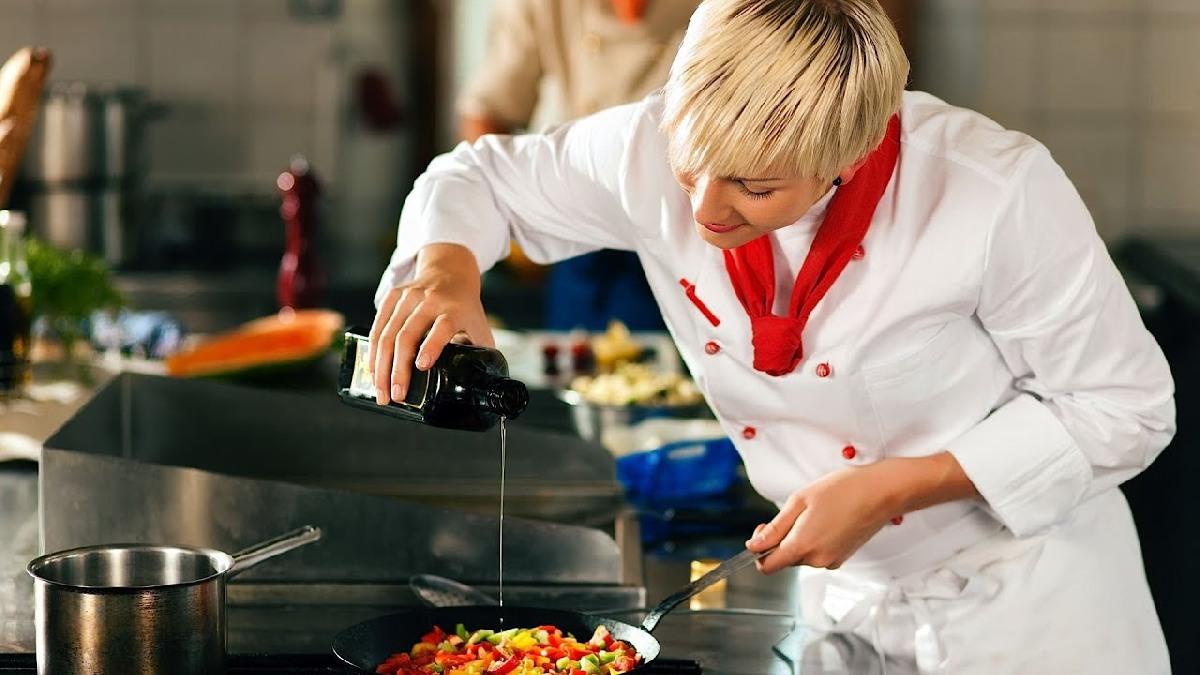 Sous Chef folyami luxushajón